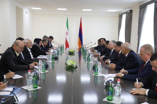 Iran, Armenia call for closer economic coop.