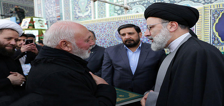 Iranian cleric donates Quran to father of first Lebanese martyr of shrine of Hazrat Zeinab