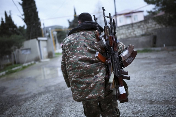 Hundreds of Militants Hand over Weapons to Syrian Government Forces