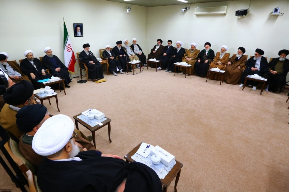 Imam Khamenei: Economy of Resistance sole solution to country's problems
