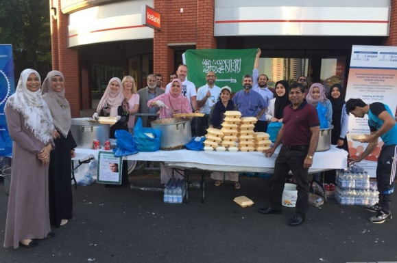 Muslims celebrating Ramadan have handed out more than 250 meals to the Swansea homeless